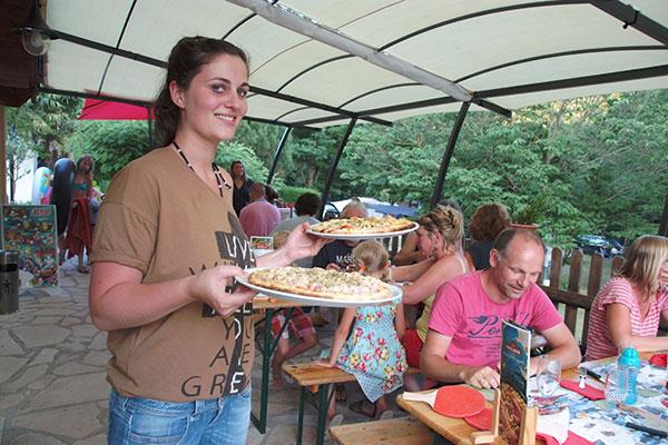bar en restaurant profiteert van uw 3-sterren camping in de Ardèche